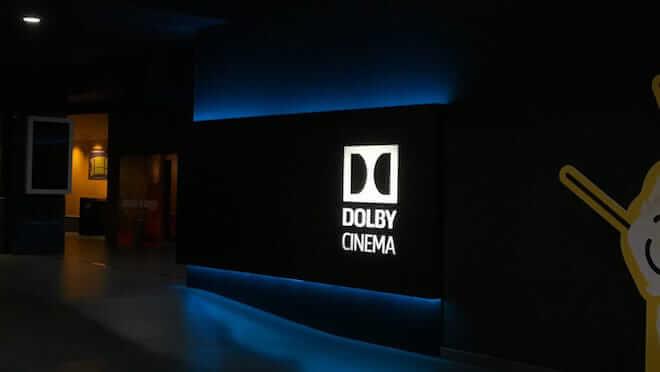 Entrada de la sala dolby cinema en barcelona españa