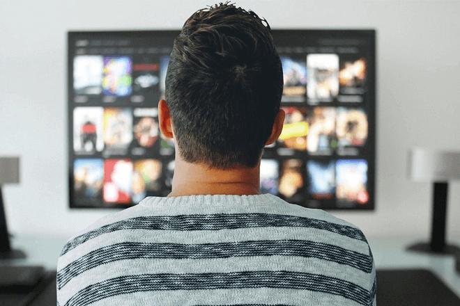 Series bajo demanda y en el móvil: la nueva 'televisión' que consumen los jóvenes