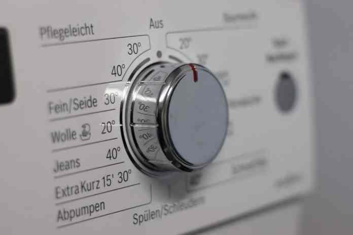 Fotografía del panel de control de una lavadora