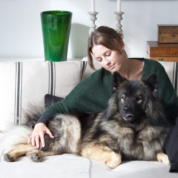 Hundpsykolog Fanny Modig och hennes Eurasier Eddie