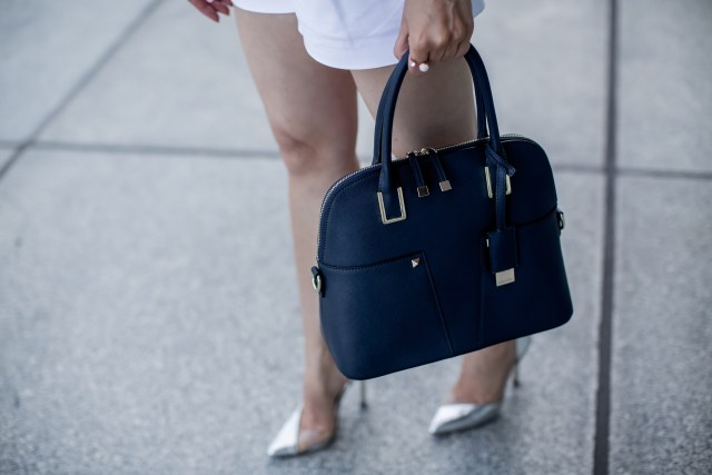 Fashion Blogger Maryam Via from Glam and Posh wearing all white outfit with navy blue bag