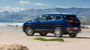 2014_jeep_cherokee_beach_5-650x360