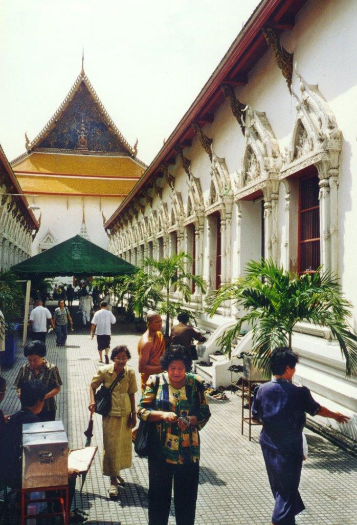 Bangkok locals practice meditation at Wat Mahathat