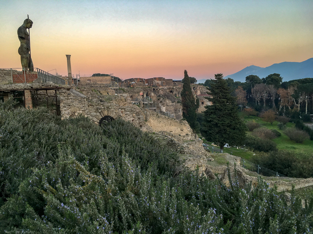 Pompeii at dusk | 10 Day Italy Itinerary