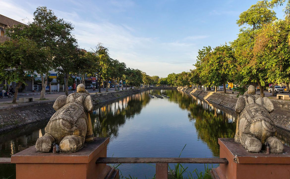 10 Day Thailand Itinerary for Adventurous Budget Backpackers and Solo Travelers — Chiang Mai Old City