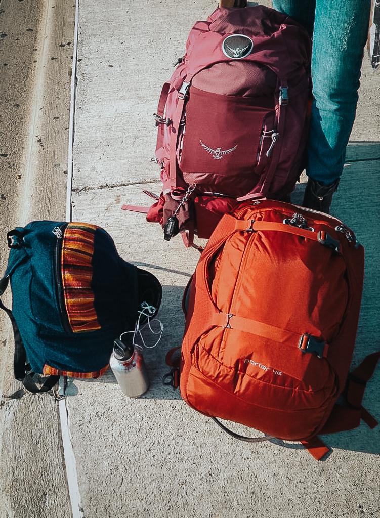 Top loading vs front loading backpack