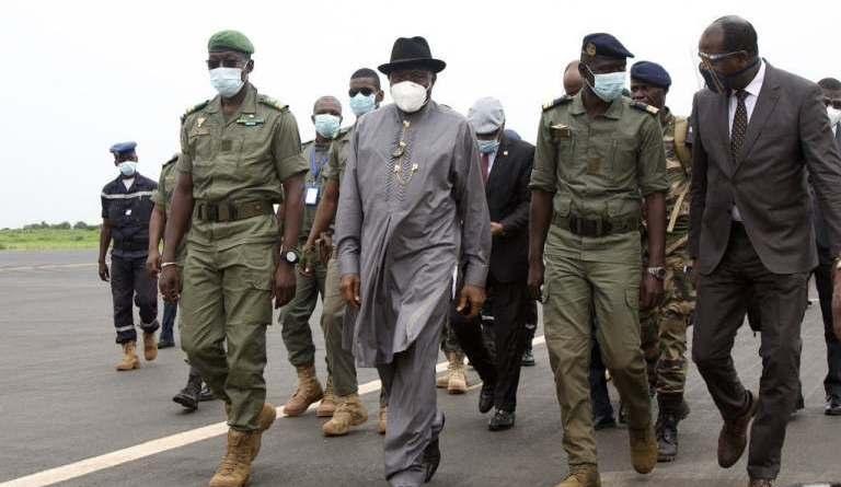 Goodluck Jonathan Arrives Bamako