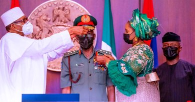 Decorates New Service Chiefs