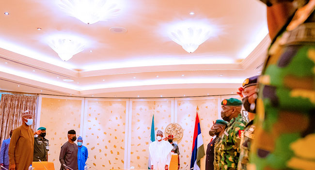 Buhari Holds Security Meeting With Service Chiefs After Robbery Attempt In Aso Rock