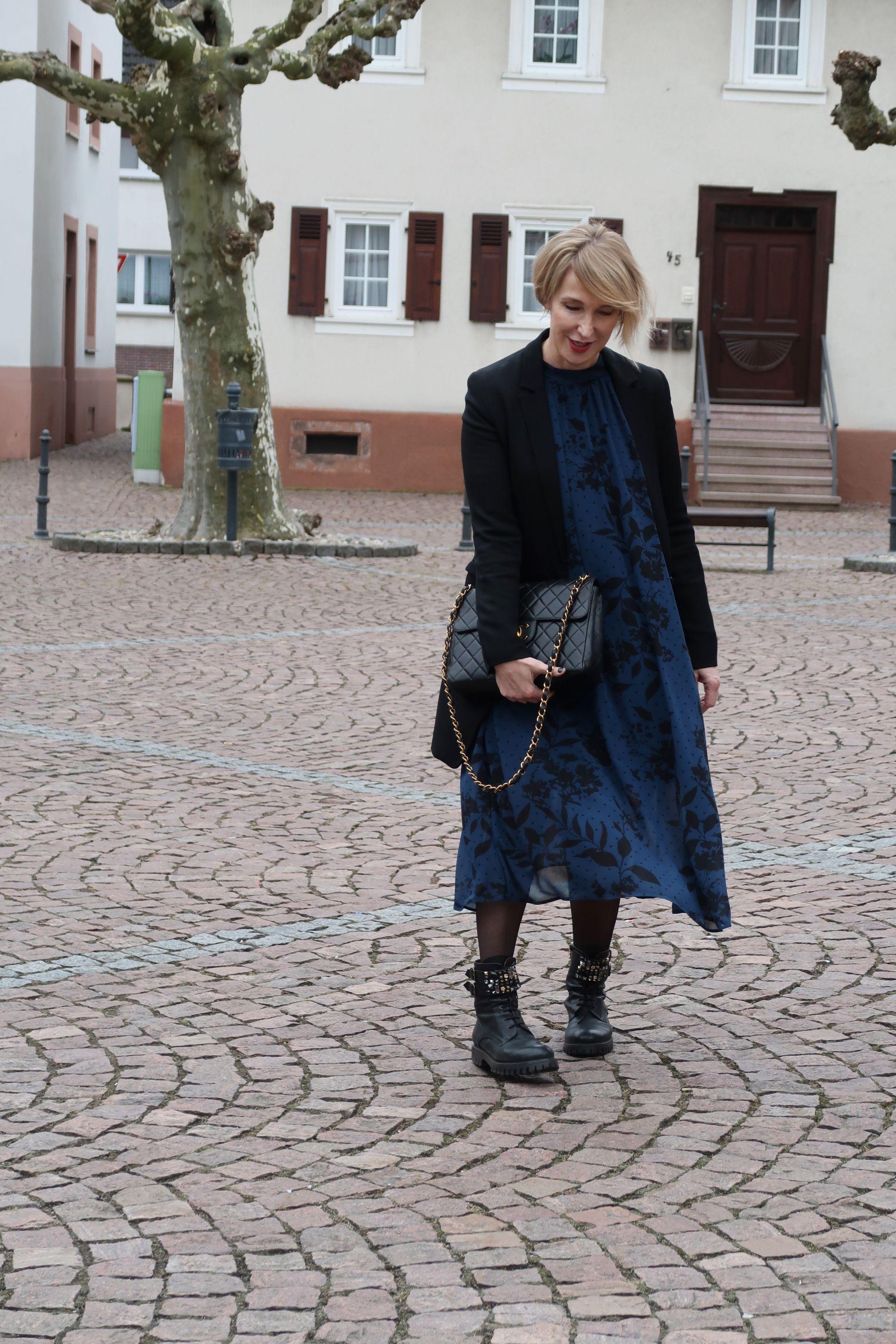 glamupyourlifestyle langes-chiffon-kleid-blazer langer-blazer derbe-Stiefel-kleid chanel-vintage ue40-blog ue40-mode