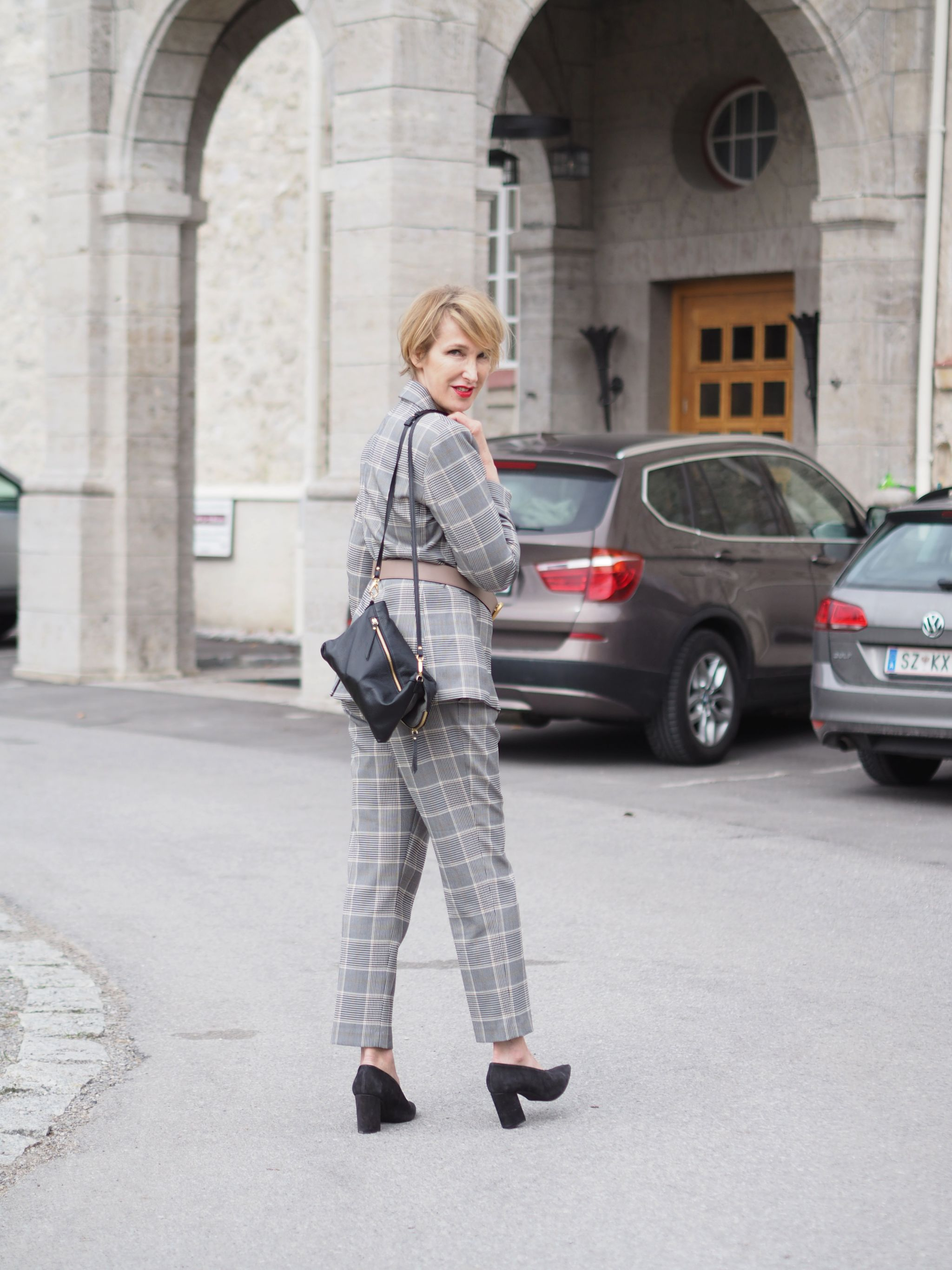 glamupyourlifestyle hosenanzug gürtel-taille ue-40-mode ü-40-blog ü-50-blog ü-50-frau kariertert-Hosenanzug Damen-hosenanzug