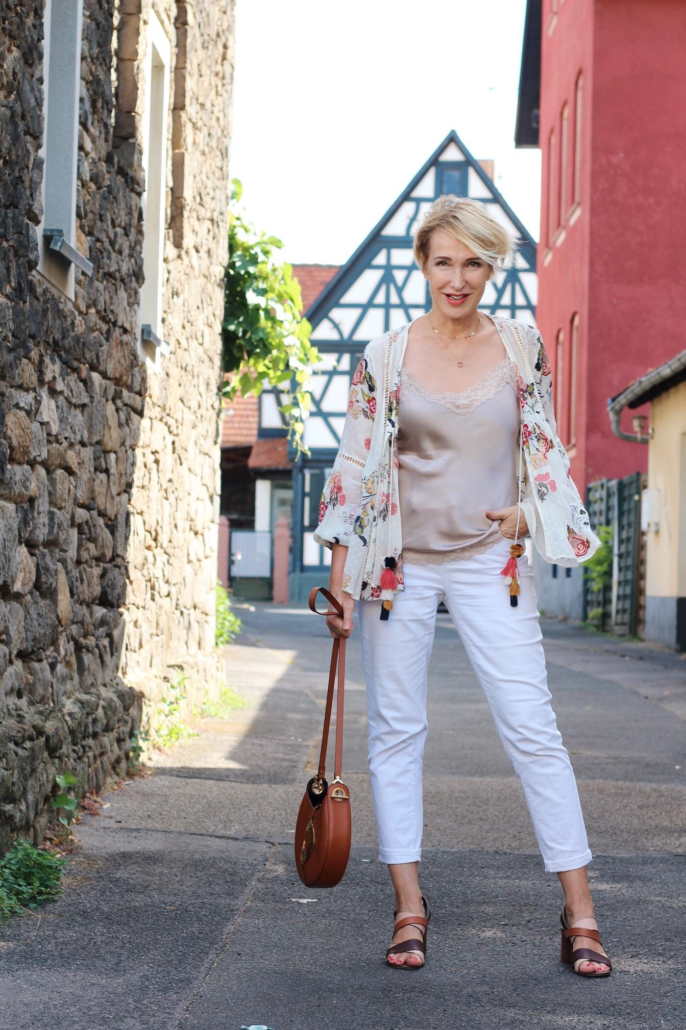 glamupyourlifestyle weiße-jeans weißehose-herbst outfit-ü-40 ü-40-blog weiße-kleidung-herbst