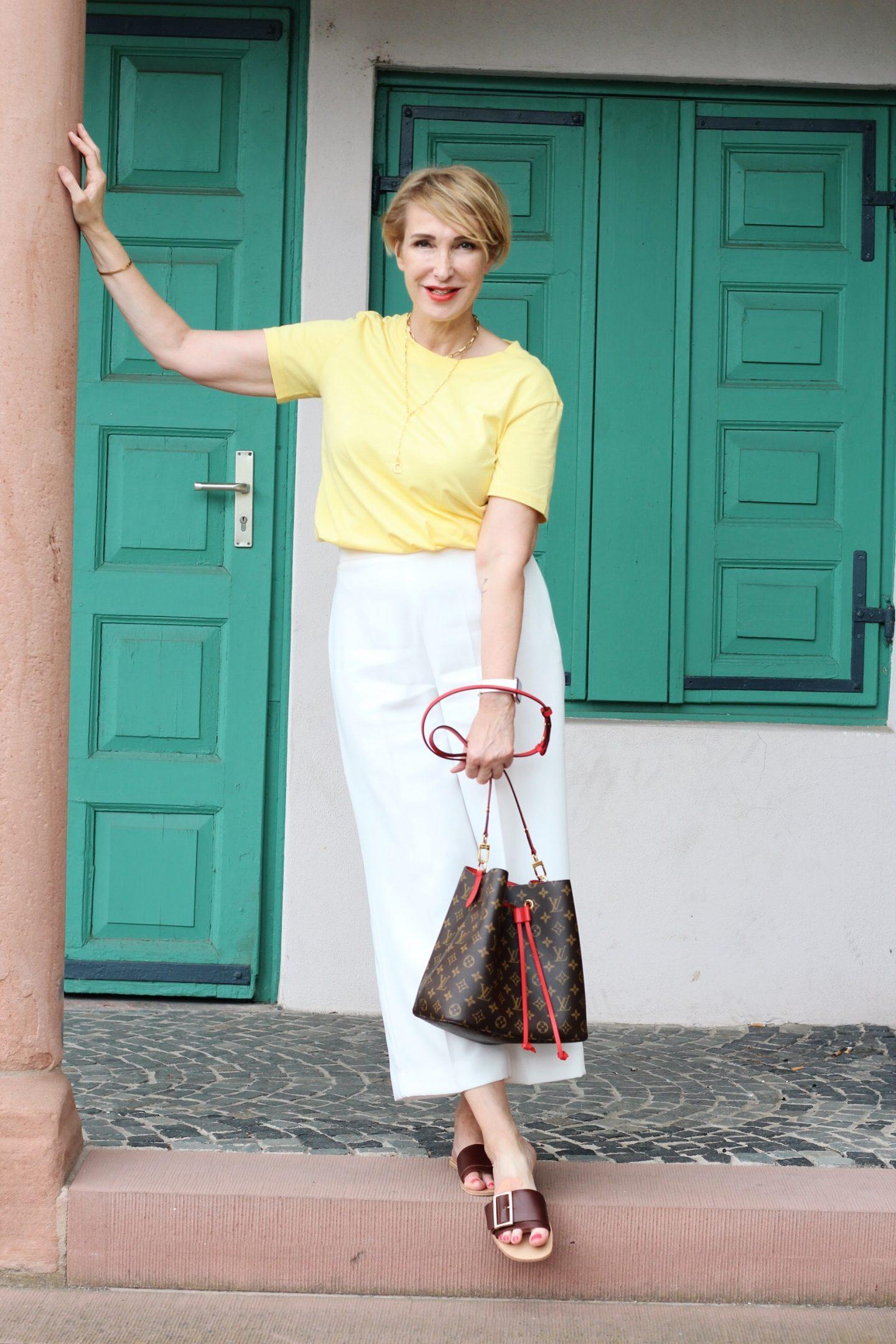 glamupyourlifestyle weiße-hose reise-outfit jeans ü-40-blog ü-50-blog ue-40-blog ue-50-blog