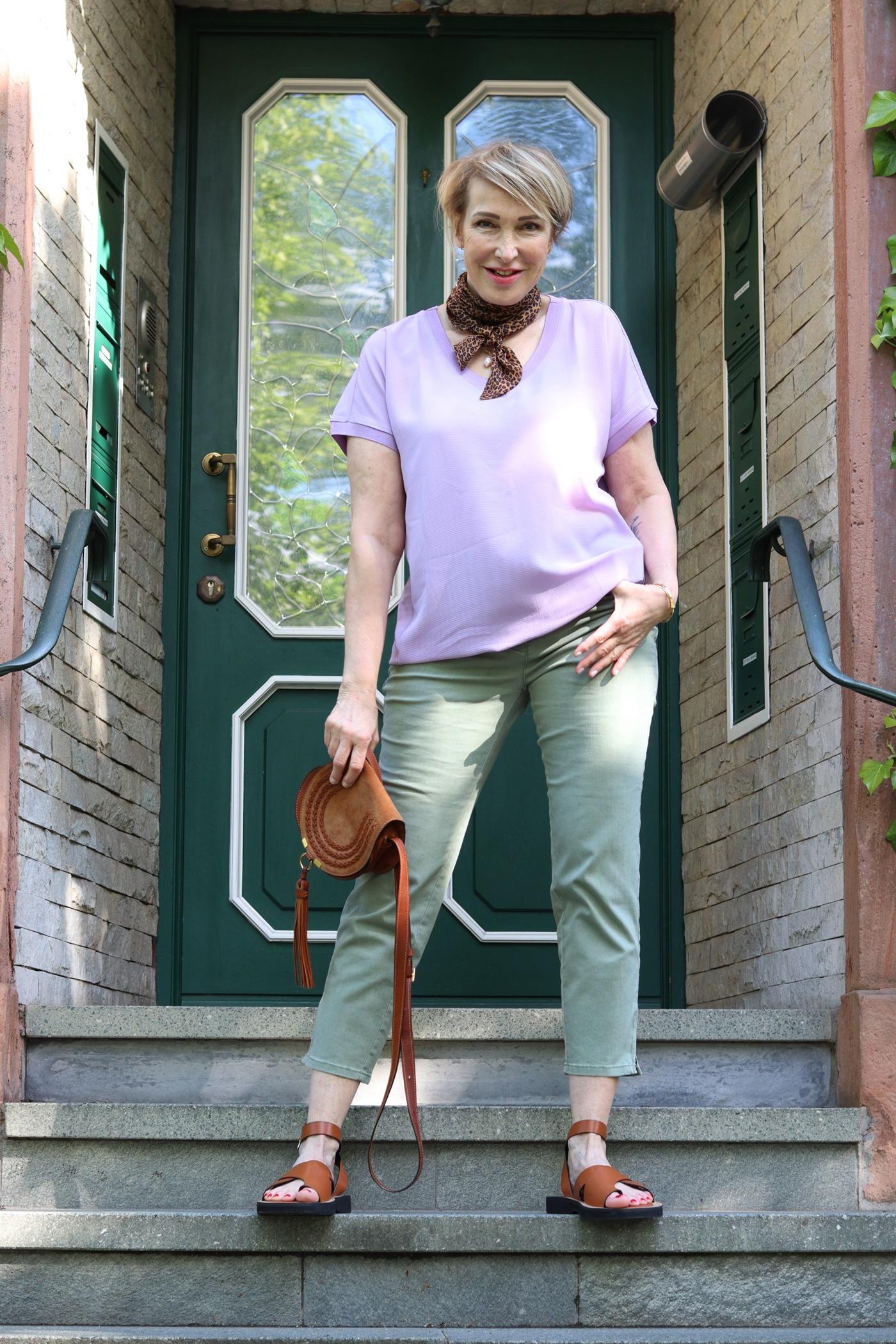 glamupyourlifestyle chino-hose Sommer-Outfit ue-40-mode ue-50-blog