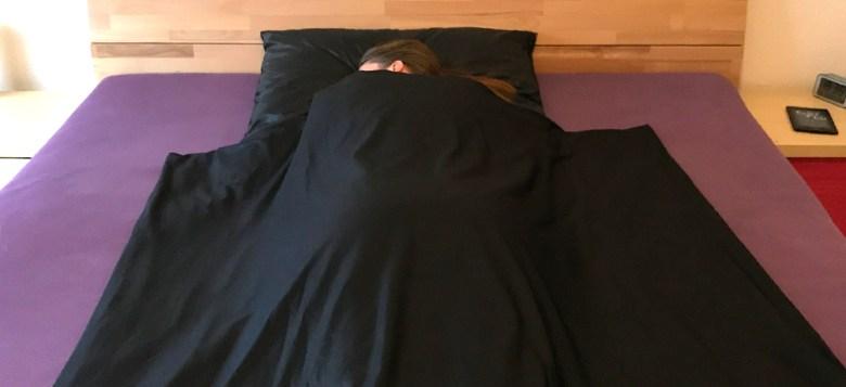 in Lycra Bettwäsche schlafen