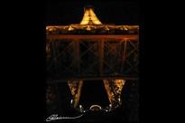 Deuxième commencement... (Tour Eiffel, prise de vue acrobatique, janvier 2003.)