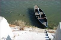 Attente. (Barque sur la Saône, Châlon-sur-Saône, octobre 2003.)
