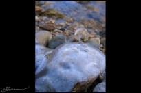 Aussi gelé que mon ordi et Photoshop ! (Petit cours d'eau (l'Yzeron ?), St-André-la-Côte, décembre 2003.)