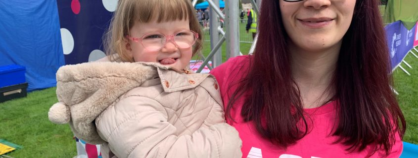 Race for Life Inverness VIP starter Shannon Murphy, 22, with her daughter Sophia. Shannon rang the bell in memory of her husband Michael who died aged 25 from cancer