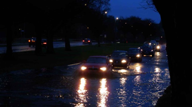 Driving through the flood - Great Western Road