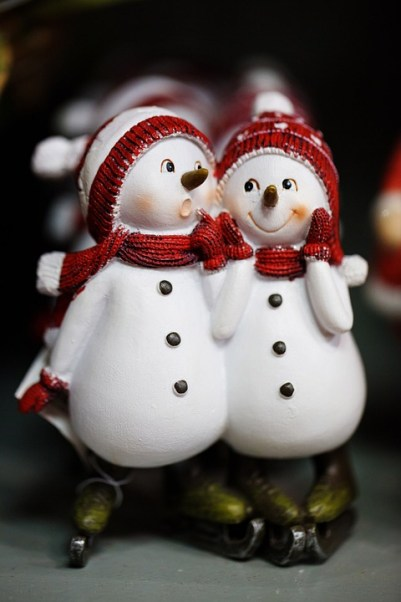 snow man and woman