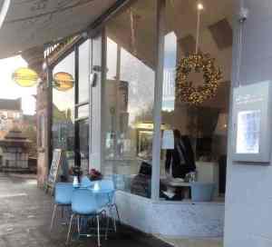 shop-outside-la-lanterna