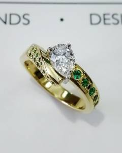 diamon and emerald ring b and s