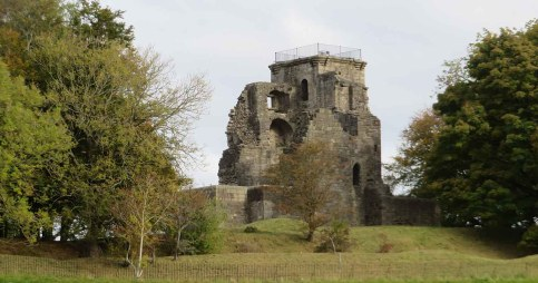 Crookston Castle. Pollok