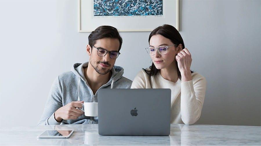 How to buy prescription glasses online in four easy steps