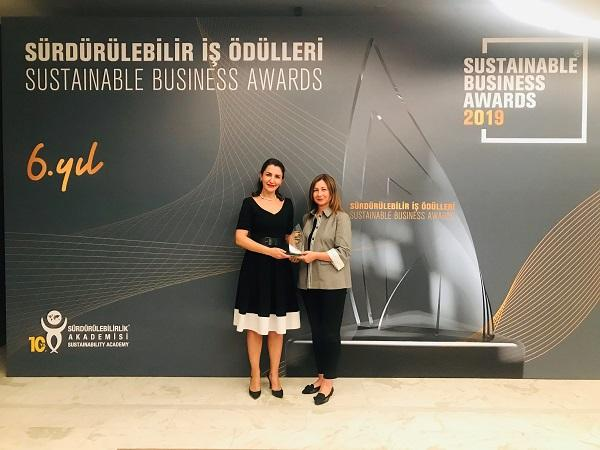 "Şişecam is awarded with the Sustainable Business Award for its ""Glass and Glass Again"" project"