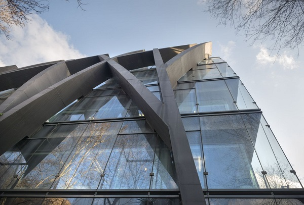 The outer skin needed to be as invisible as possible, so low-iron glass laminated with SentryGlas® was specified.