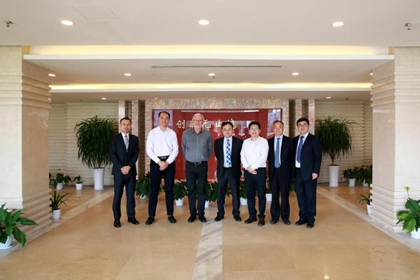 Senior management teams of Saint-Gobain IPO and NorthGlass