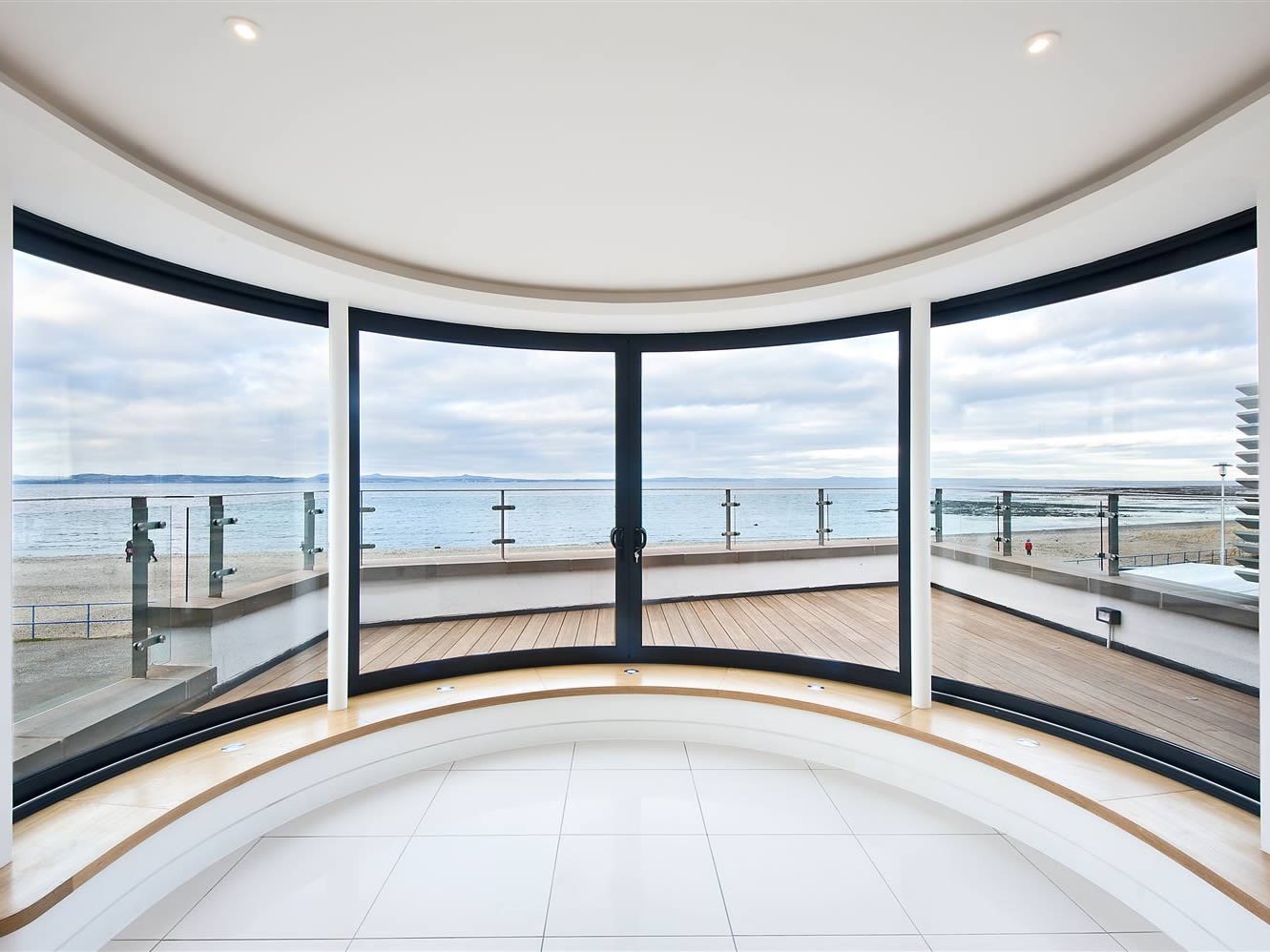 Curved windows thrust for the view at Promenade House
