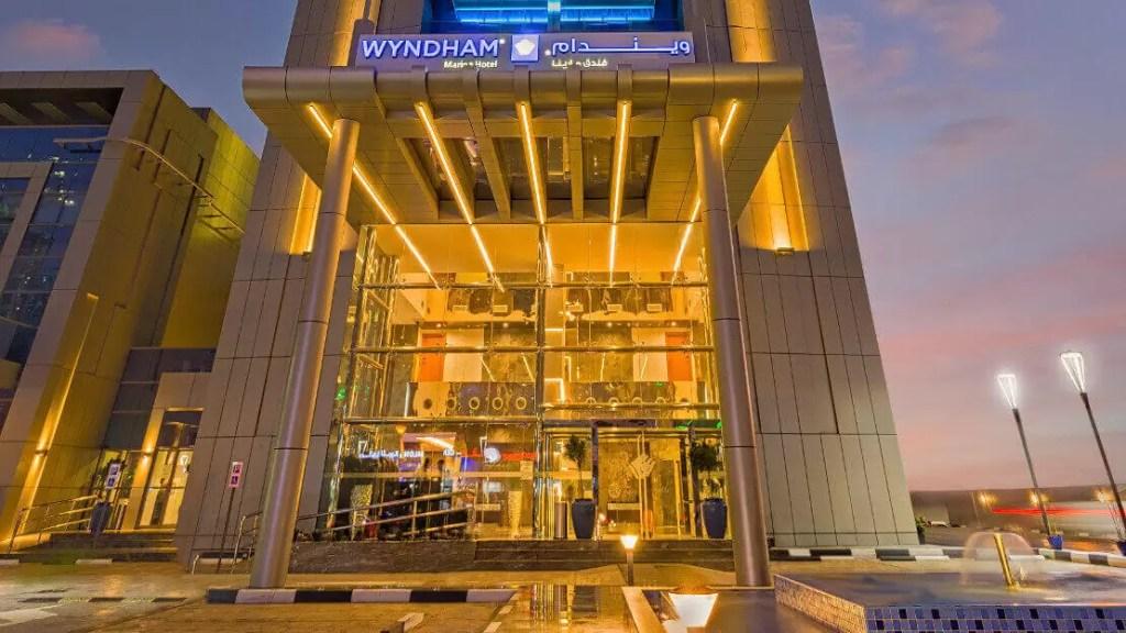 Dubai – 4* Wyndham Dubai Marina Golf Holiday & Golf Break Offers