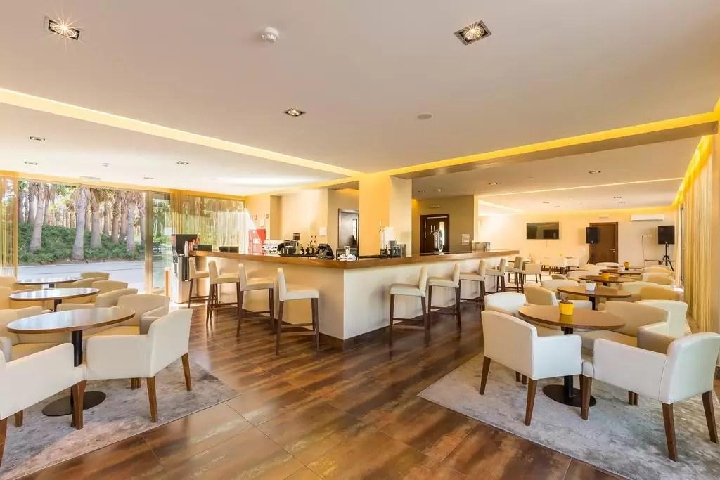 ALGARVE - 4* Salgados Palm Village Suites Golf Holiday & Golf Break Offers