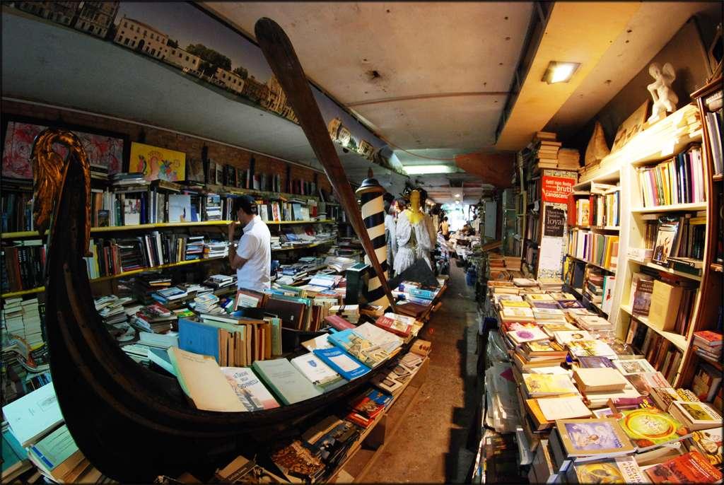 Venezia libreria Acqua alta  Gli Amanti dei Libri