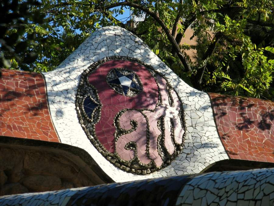 Barcelona: FACING THE DRAGON IN PARK GUELL (2)