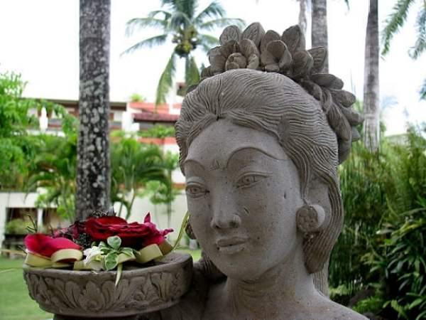 Travel-to-Bali-offerings-Glimpses-of-The-World