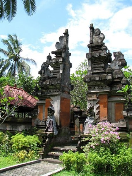 Bali-Nusa-Dua-traditional-gates-Glimpses-of-The-World