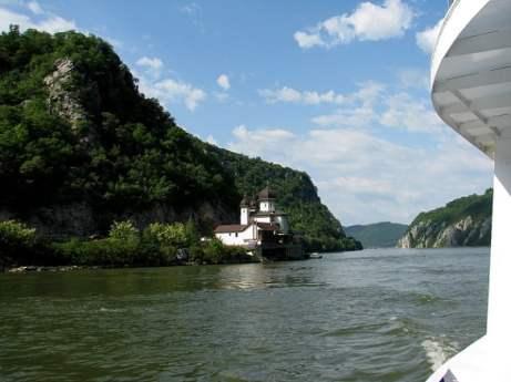 Serbia-travel-Iron-Gate-Danube-Glimpses-of-The-World