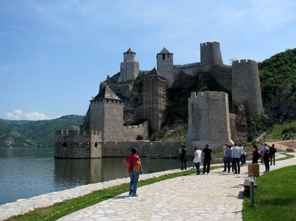 Serbia-travel-Iron-Gate-Golubac-Glimpses-of-The-World