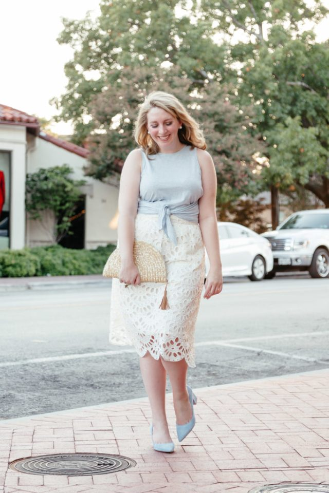 How to Introduce Yourself in a Blog, Blue and White Outfit