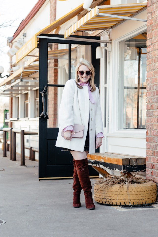Dress feminine for work, dressy casual office attire