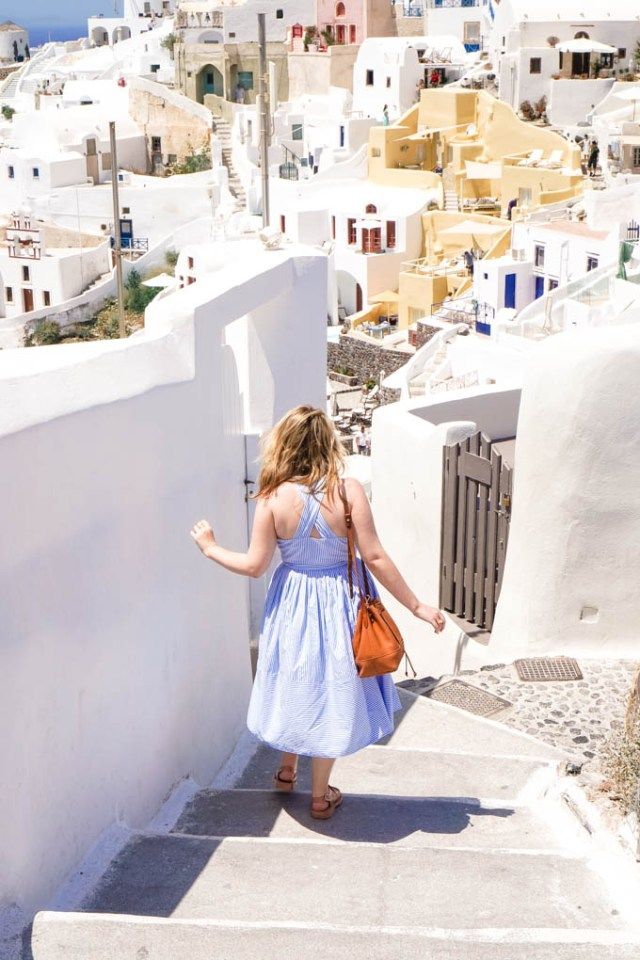 Lifestyle blogger shares a recent trip to Oía, on the island of Santorini in Greece | Greek Islands