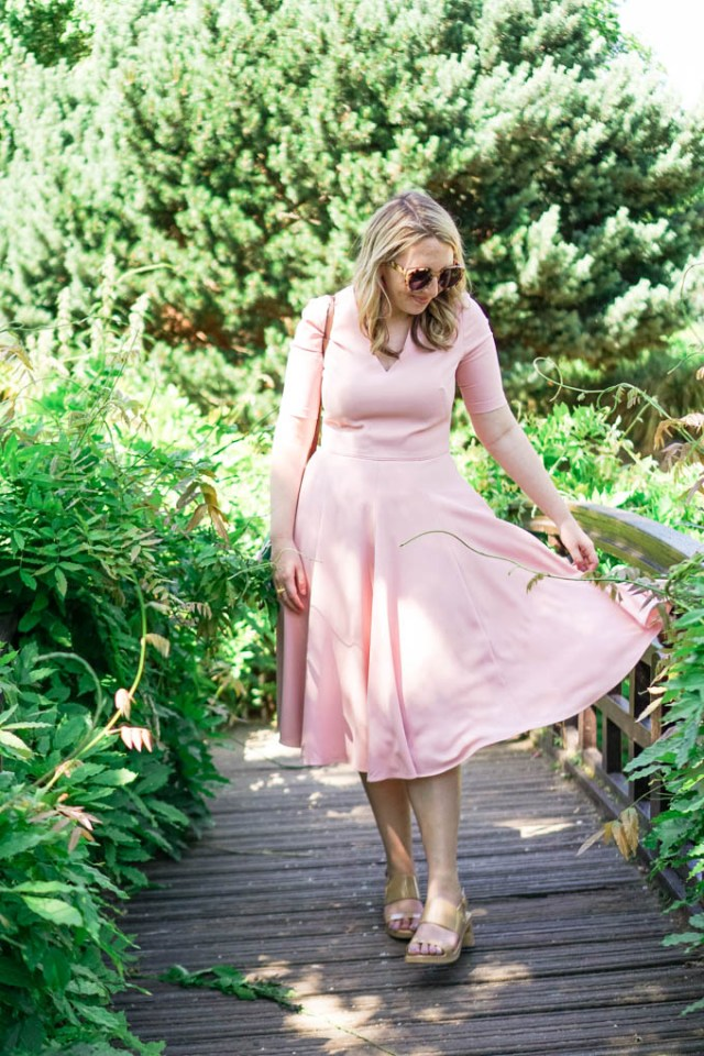 What to Wear in the Spring in London   Best Shoes for Walking Around London   Cute Outfit for Summer Travels by style blogger, Glitter & Spice