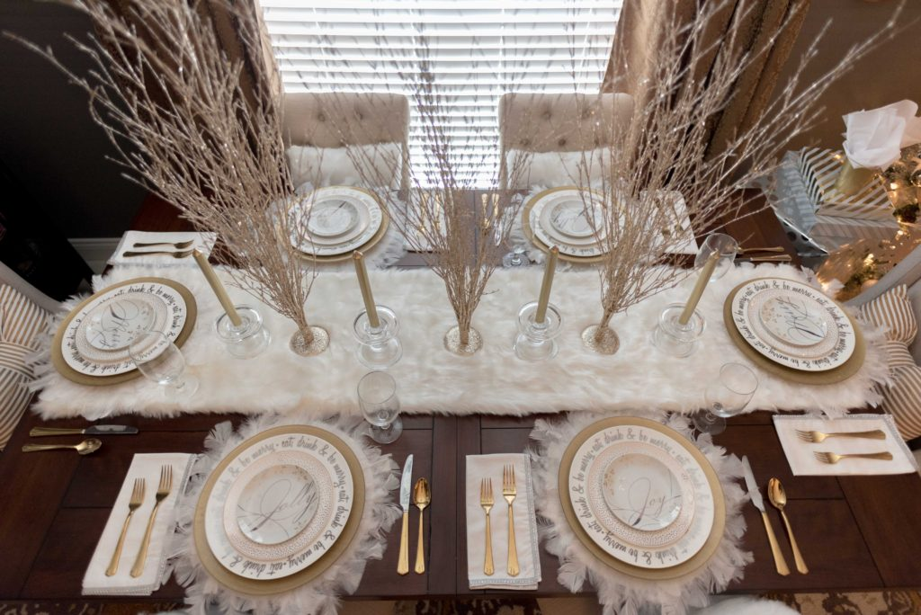 Christmas 2016: Dining Room Tablescape - Glittered with Design Blog