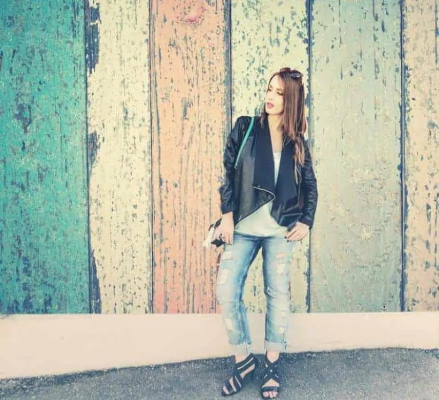 The best ways to style girlfriend jeans