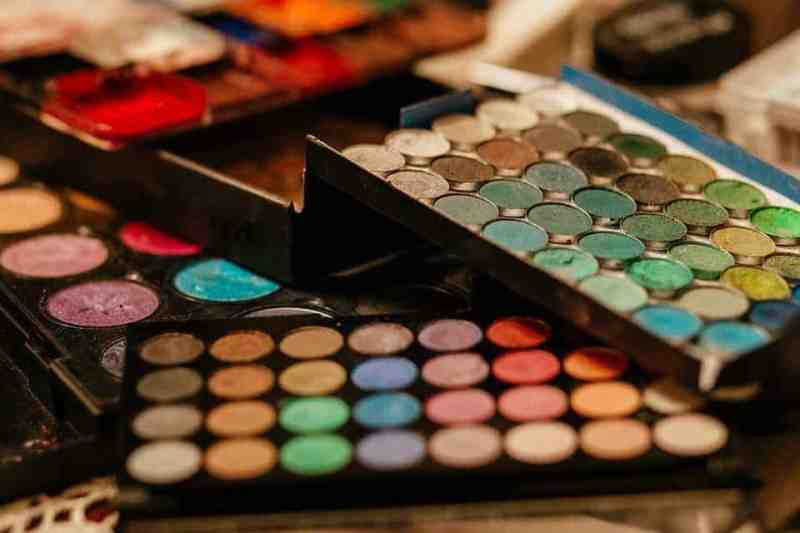 10 top beauty trends for Spring Summer 2018 electric eyeshadow