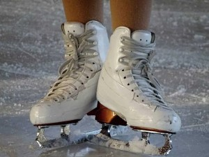 5 things to do with your friends to liven up a dull winters day ice skating