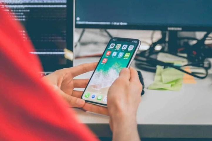 5 of the biggest work day distractions and how to avoid them mobile phone